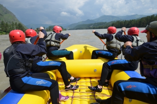 Rafting in a team with professional guides