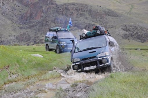the Ukok Plateau - difficult mountain roads